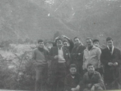 Javier Pinto, Fernando Valle, Prof. Riquelme. Marcos Aviño y Edgardo Krell entre otros, Paseo central hidroeléctrica - small
