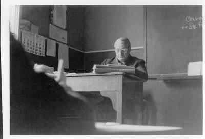 Monsieur Covos en clases - small