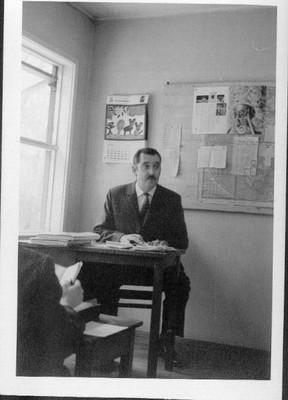 Profesor Luis Hewstone - small